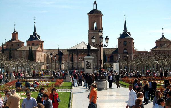 Turistas en Alcalá de Henares
