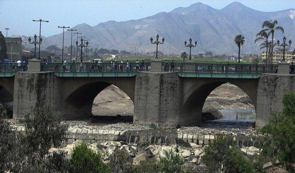 Tour del Puente de Piedra en Lima