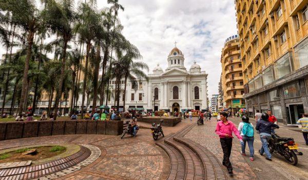 Viajar a Cali desde Lima para ver a la selección de fútbol peruana.