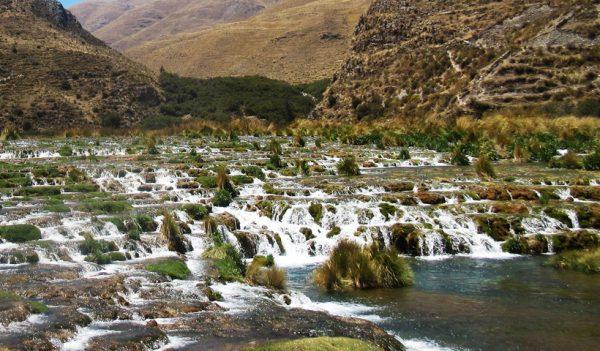Trekking en pareja por la reserva Nor Yauyos-Cocha en Huancaya