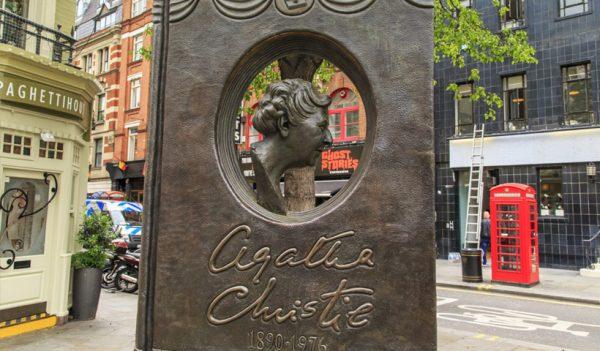 Monumento a Agatha Christie en Covent Garden, Londres