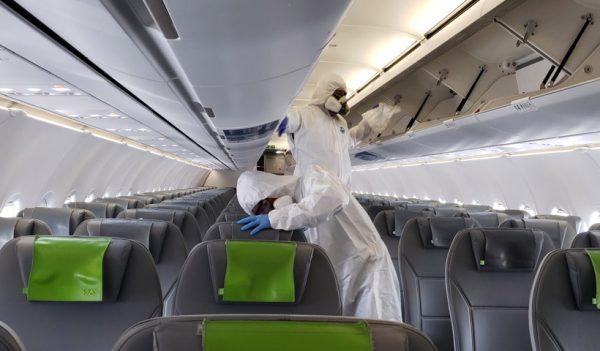 Desinfección de aviones Sky en el Aeropuerto