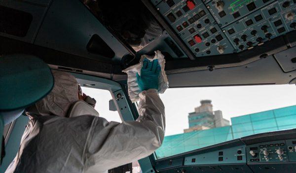 Desinfección de la cabina del piloto