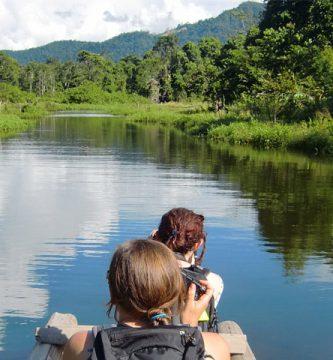 Turistas en el parque Nacional del Manu