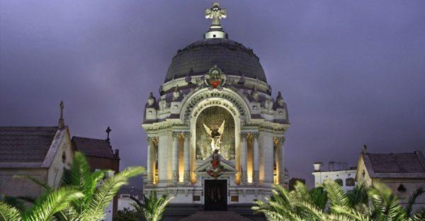 Cripta de los Héroes en el Cementerio Presbítero Maestro de Lima