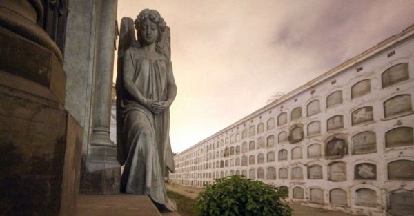 Tour de Noche de brujas por el Cementerio Presbítero Maestro