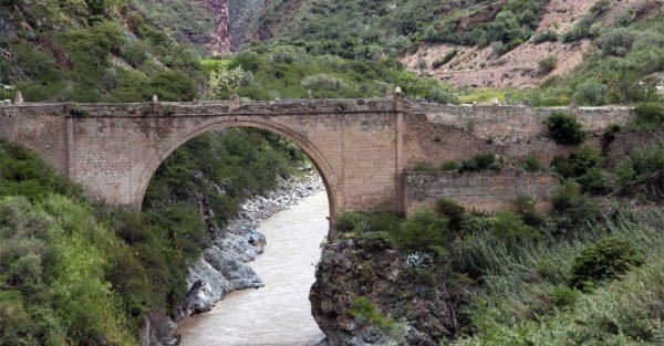 Turismo por el Puente Pachachaca en Abancay