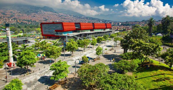 Ruta de Medellín a Lima