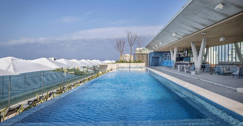 Un splash y vista a las estrellas en Canopy by Hilton Cancún La Isla - Cancún, México